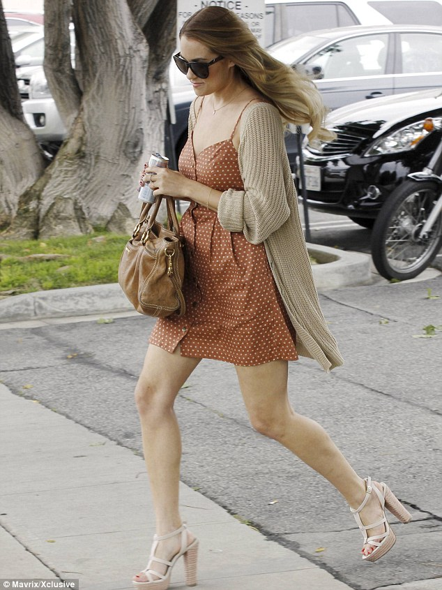 Lauren Conrad shows off her toned legs in a flirty dress after admitting ...