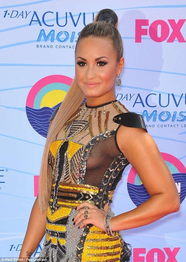 Teen Choice Awards 2012: Demi Lovato's sideboob faux pas in sheer dress